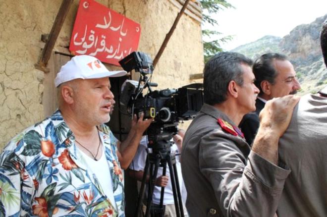 Uzun süre yurtdışında başrol oyuncusu arayışını sürdüren Tanrısever, daha sonra bu rolü bir Türk oyuncunun canlandırmasına karar verdi. Rolü üstlenen Mürşit Ağa Bağ, Said-i Nursî