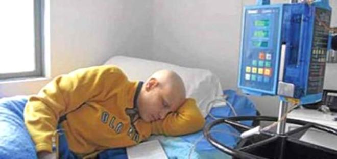 Kansere yakalanan eski güzellik kraliçesi kemoterapi sırasında çekilen fotoğrafını yayınlayarak şoke etti.