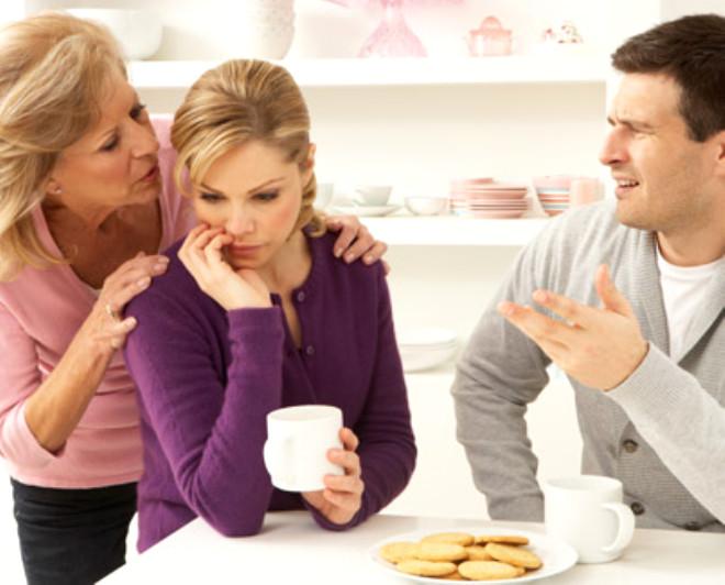 Beşinci dönem, çocukların evden ayrılışı, ayrılık seremonisi oluşturma, çift ilişkisine yeni anlam bulma, aileye yeni üyelerin kabulü ve kayınpeder, kaynana, büyükanne-büyükbaba rollerine uyum dönemidir.