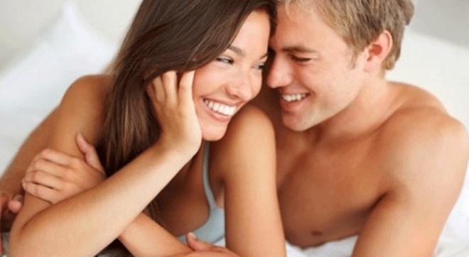 Kişisel bakım ve makyaj ürünlerinin fiyatı her gün artadursun, doğanın bizlere güzelleşmek için sunduğu oldukça etkili ve eğlenceli bir seçenek var; cinsel ilişki. Düzgün yapılan bir makyaj ya da yerine göre şekil verilmiş saç, karşı cins için oldukça etkileyici olabilir. Ancak doğallık, en çekici makyajdır. İşte cinsel ilişkinin, hiçbir ürünün veremeyeceği doğal güzellik etkileri: