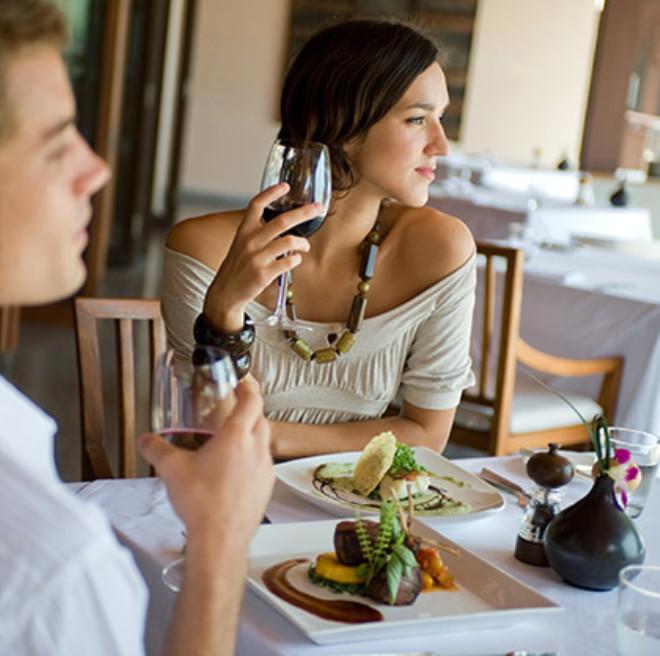 Şarap: İçeceğiniz bir kadeh şarap üzerinizdeki stresi atacak ve rahat bir seks sağlayacaktır. Alkol kullanmıyorsanız papatya çayı içebilirsiniz.