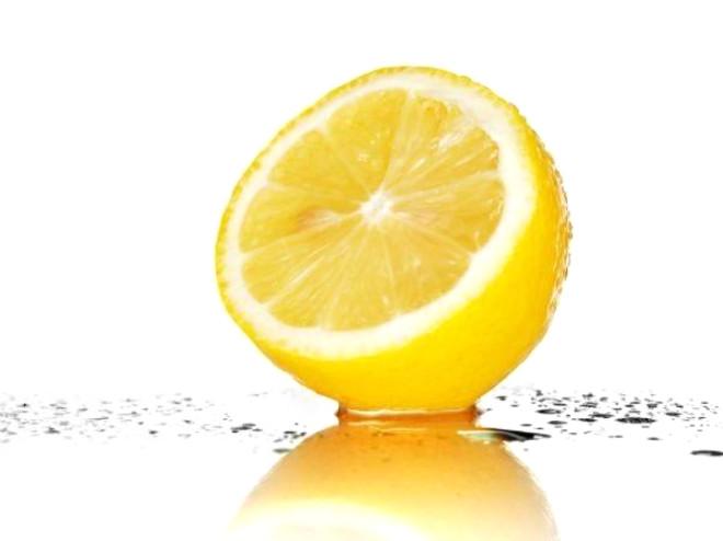 CİNSEL İSTEĞİ TESKİN EDER: Limonun etli kısmı, kulunç ağrısına sebep olur. Ekşi limon, karına kötü etki yapar; safravi ishale faydalıdır; çekirdeği (tohumu) basur memelerine yararlıdır. Onun çekirdeğinde güçlü bir müshil etkisi vardır ve ekşi öz suyu kadınlardaki aşırı cinsel isteği teskin eder.