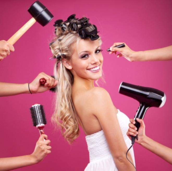 Saçlarınızı kurutmadan önce… Saç kurutma makinesi ıslak saçların kısa zamanda kuruması için oldukça ideal bir seçim.