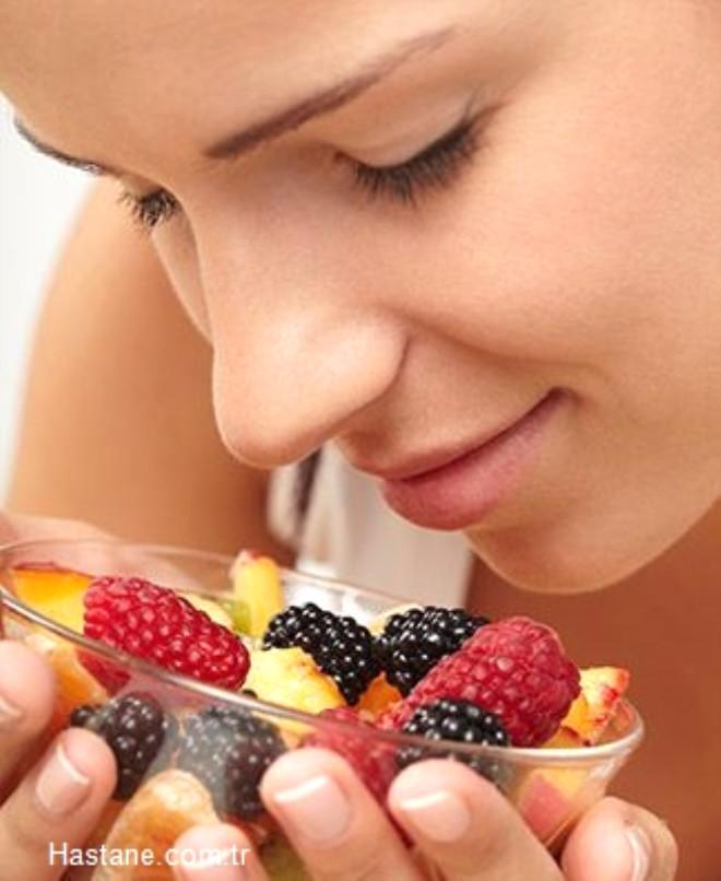 Alışverişlerinizde konserveler yerine, mevsim meyve ve sebzelerini tercih edin.