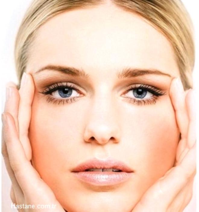 Bu da kişinin bakım için daha fazla ürün almasını engelleyecektir. Çok hassas cilde sahip olanlar, özel bir göz çevresi ürünü kullanmalıdır.