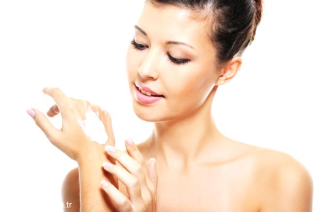 Doğru ürünü seçerken dermokozmetik özellikte olmasına, çok pahalı olmamasına ve cilt tipine uygunluğuna dikkat edilmesi gerekir. Yine kişiye özel seçilecek ürünler doktor tarafından önerilmelidir.