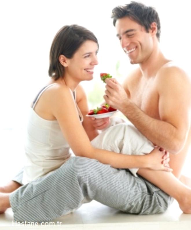 Cinsellik de nefes almak, su içmek ve beslenmek gibi insan yaşamının doğal bir parçasıdır. İnsan cinselliğini doğadaki diğer canlılardan ayıran, onu en güzel şekilde yaşayabilme bilincidir. Bazı besinlerin karın doyurmanın yanında afrodizyak etkisi yaratıyor... İşte afrodizyak etkisi olan besinler...
