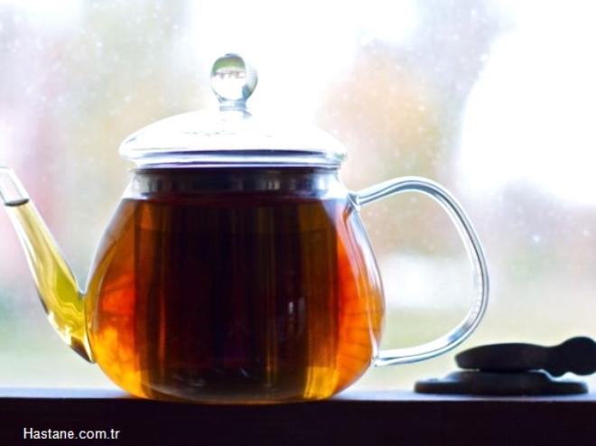 5 dk dan daha uzun bir sürede demlenirse adrenalize olan kafeini bağlayan tanik asitler açığa çıkar. Böylece çay sakinleştirici etki yapar.