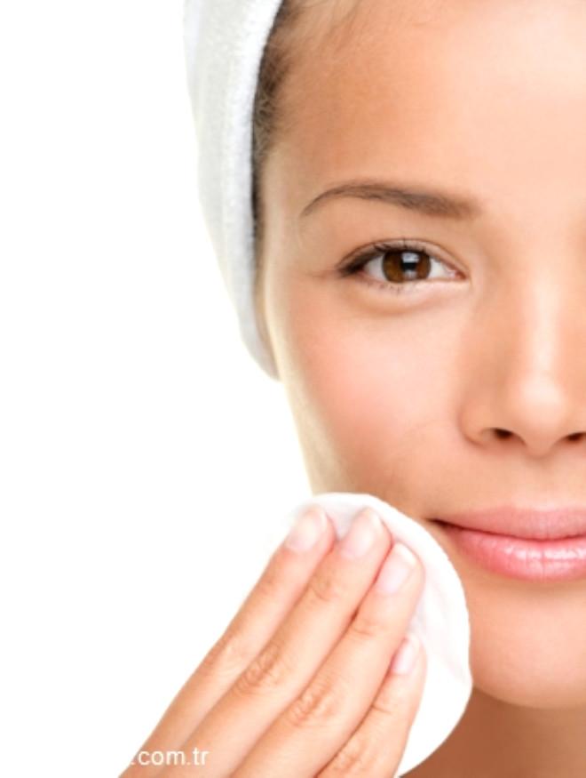 Güneş ışınlarına, makyaja, dışarıdaki her türlü toz ve bakteriye maruz kalan yüzünüzün temizliğine ne kadar dikkat ediyorsunuz?