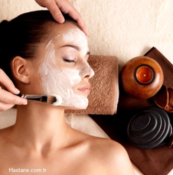 4. Haftada bir kez mutlaka yüzünüze peeling uygulayın.