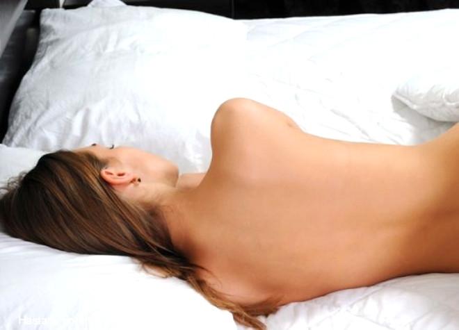 Çıplak uyumanın hem cinsel hayatına hem de sağlığa pek çok faydası bulunuyor. İşte bilinen faydaları...