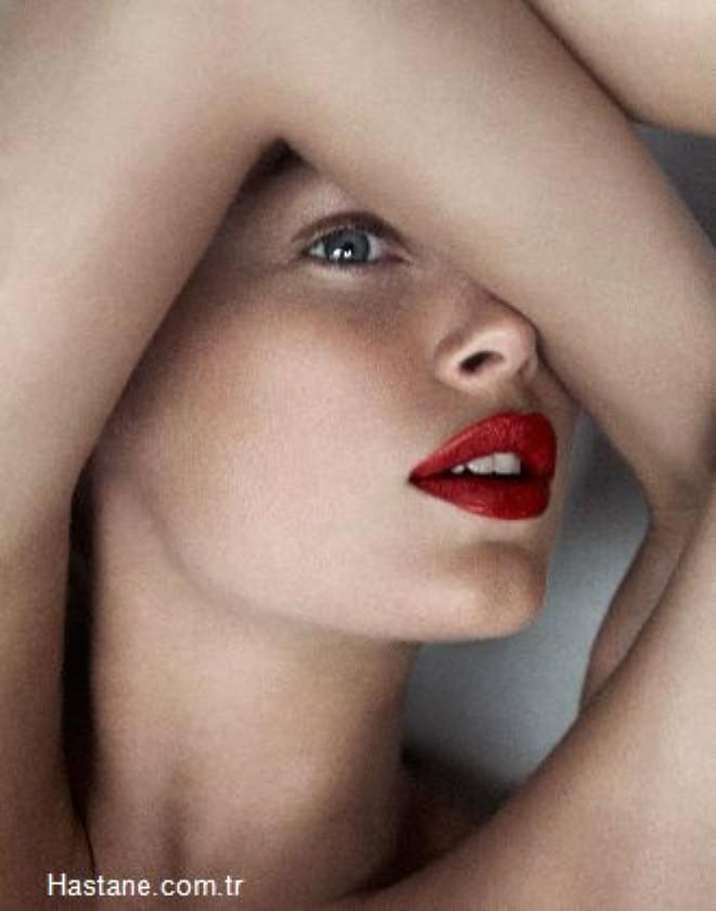 En çok yaptırılan operasyonlara bakınca ilk sıralarda dudak, vajina ve göbek estetiği geliyor.