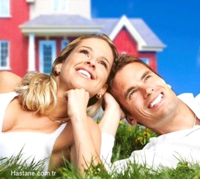 Evlilik korkusu özellikle günümüzde öne çıkan problemlerden birisi. Çabuk biten evlilikler ve tükenen ilişkiler sebebiyle çiftler evlenmekten kaçıyor.