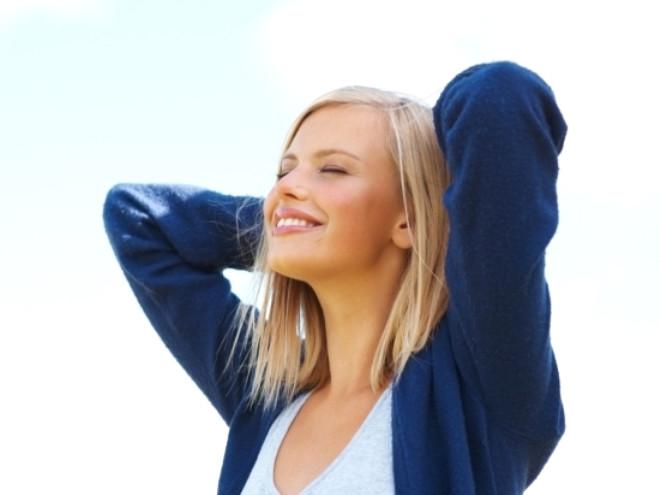 D vitamini eksikliği tanısı, kanda seviyesi ölçülerek konur. D vitamini ihtiyacı günlük, erişkinlerde 400 ünite /gün ve 50 yaş üzerinde gebelik ve emzirme dönemlerinde ortalama 600 ünite kadardır. D vitamini eksiklik tedavisi ise ağızdan ya da kalçadan enjeksiyonla uygulanan daha yüksek dozlu ilaçlarla yapılır. D vitamini mutlaka hekim kontrolünde kullanılmalıdır, aşırı kullanımı zehirlenme ve ciddi yan etkilere yol açabilmektedir.