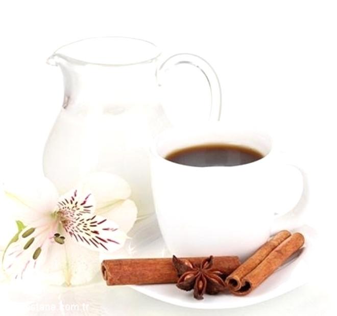 Aslında diyet yaparken kahve içmenin bir sakıncası yok fakat tek bir şartla! İçtiğiniz kahveye süt ya da şeker ilave etmeyeceksiniz.