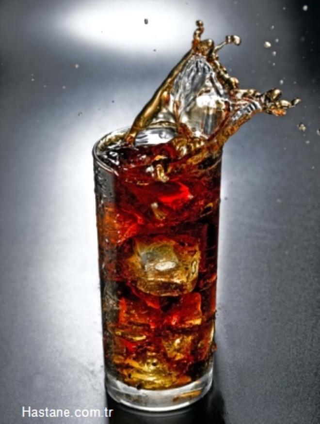 Yapay tatlandırıcı içeren gazlı içeceklerden mümkün olduğunca uzak durmalısınız. Eğer gazlı içecekleri seviyorsanız limonlu maden sularını tercih edebilirsiniz. Cola, Sprite gibi şekerli gazlı içecekleri artık tüketmeyin.