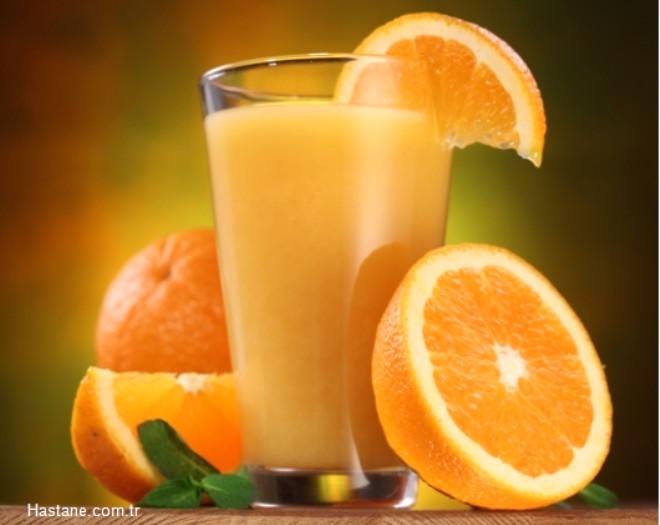 Portakal Suyu: Potasyum, folat, B1, B2, B6 vitaminleri ve çeşitli mineralleri içeren portakal suyunun, kanser hücrelerinin gelişimini önlediği ve kılcal damarları güçlendirdiği biliniyor.