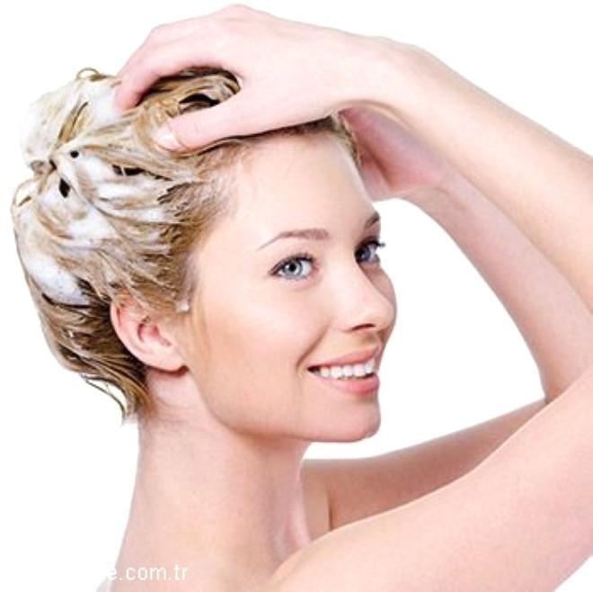 Saçlarınızı yıkarken dikkat etmeniz gereken püf noktaları var. İşte doğru saç yıkama yöntemleri...