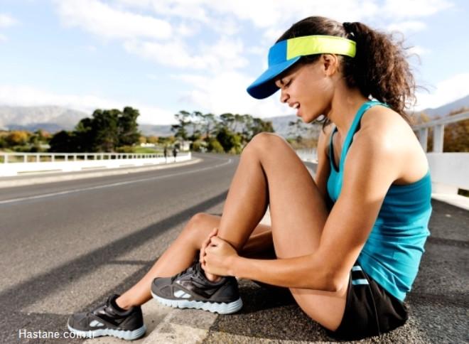 Yaz aylarında dış ortamda geçirilen zaman diliminin artması ve daha fazla egzersiz yapılması birçok sakatlanmayı da beraberinde getiriyor. İşte yaz aylarında en sık karşılaşılan ortopedik sorunlar ve dikkat edilmesi gerekenler...