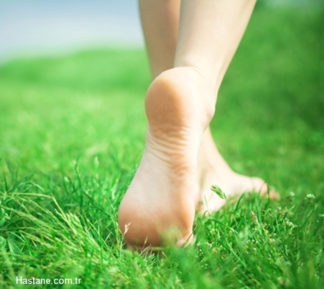 Düzenli egzersiz veya her gün 20-30 dakikalık hafif tempolu yürüyüşler yapın. Meditasyon veya yoga gibi dinlendirici yöntemlerden yararlanın.