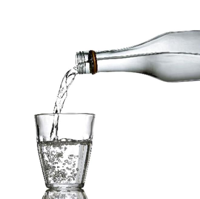 Birkaç hafta yemek yememeye dayanabiliriz. Ancak hiç su içmezsek, birkaç gün içinde ölürüz.