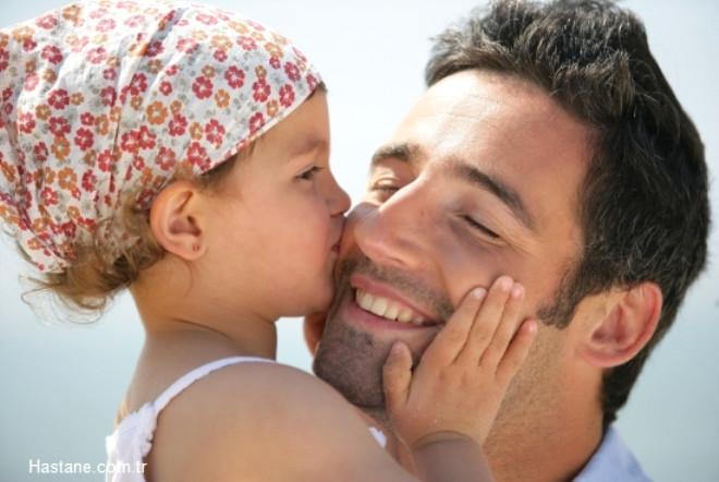 """Çocuğunuzla iyi ilişkiler kurmak veya onun gözünde """"süper bir baba"""" olmak istiyorsanız, işte yapmanız gerekenler..."""