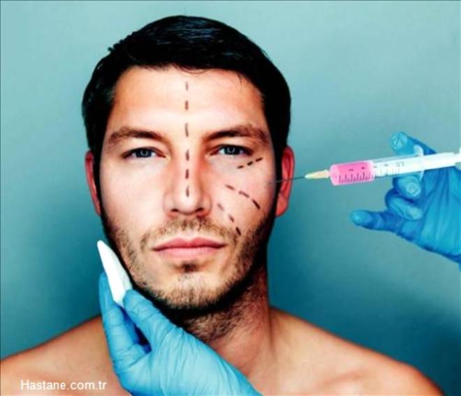 Marmara Bölgesi'ni diğer bölgelerden ayıran bir başka unsur ise erkelerin de estetik operasyonlara sıcak baktığı bir bölge olması. Özellikle saç ekiminin yaygın olarak yapıldığı Marmara Bölgesi'nde erkeklerin kadınlar kadar talep gösterdiği bir diğer uygulama ise liposuction.