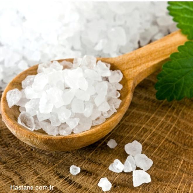 Sofrada tuzluk kullanmamakla tuz alımı % 15 azaltılabilir.