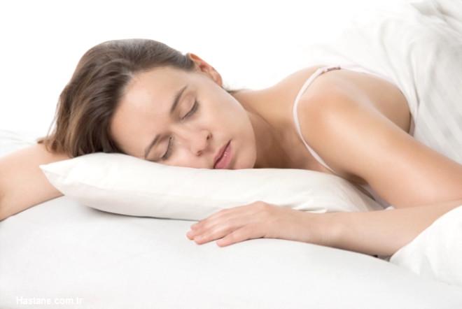 """İyi bir uykunun başlıca ölçüsünün kişinin sabah dinç uyanması ve kendisini gün içinde zinde hissetmesi olduğunu söyleyen Liv Hospital Göğüs Hastalıkları Uzmanı Prof. Dr. Ferah Ece """"Uyku bozuklukları solunum düzensizliklerine, bu düzensizlikler de kişinin gece boyunca bazen kısmi bazen de tamamen uyanmasına sebep olur."""