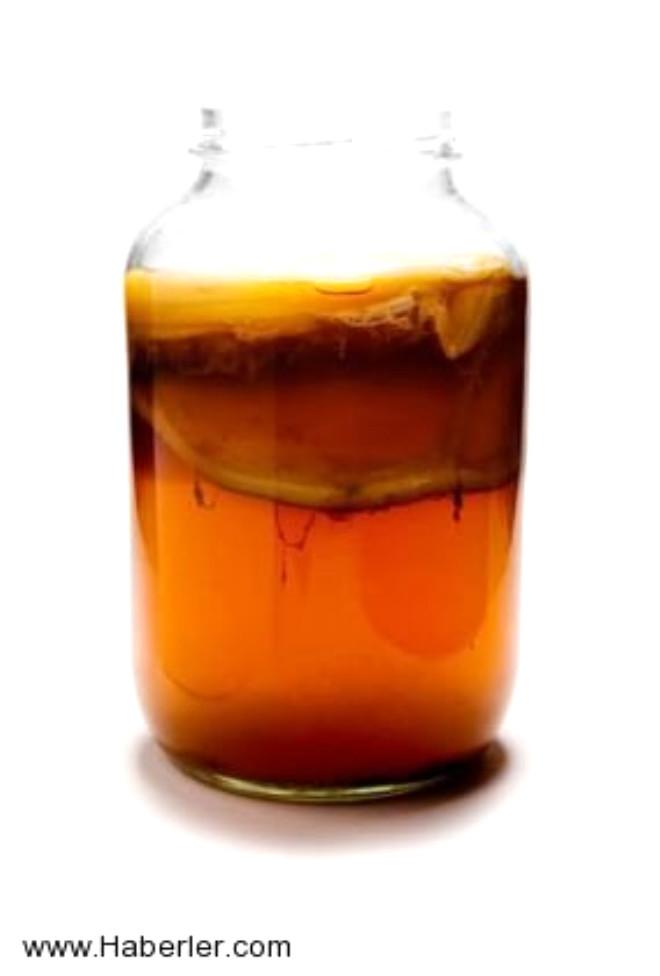 Bakteri ve mayalardan oluşan çayın önemli içeriği Kombucha denilen çay mantarıdır. Doğu Asya