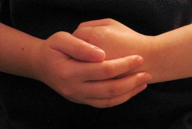 Parmak çıtlatmanın zararları bizlere verdiği gevşeme hissi ile çok fazla düşünmeyiz. İşte parmak çıtlatmanın zararları ve neden parmakların çıtlatıldığına dair tıbbi bilgiler.