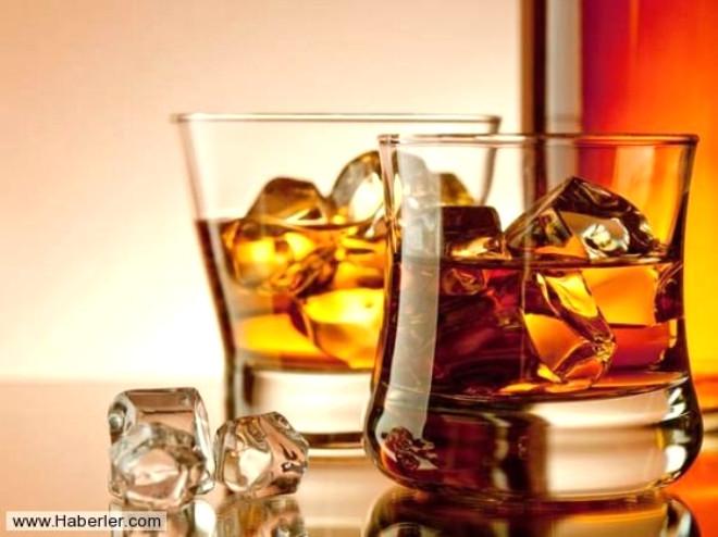 ALKOL: Cinsel ilişki öncesi alınan alkol de testosteron seviyesini düşürerek isteksizlik yaratıyor.