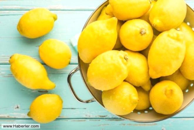 Dilimlediğiniz elmaları veya patatesleri limon suyu damlatılmış su içerisinde bekletirseniz kararmalarını önleyebilirsiniz.