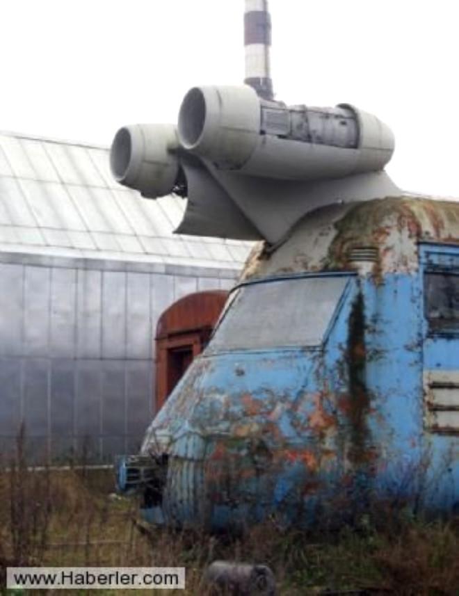 Sovyet Rusya bir takım çılgın projeler yürütmekteydi ve bu turbo tren projesi yapımı da bunlardan sadece biriydi.