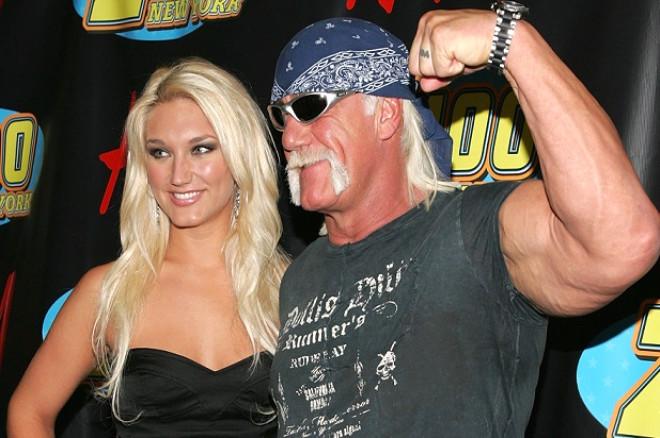 Evet, yanlış okumadınız. Koskoca Hulk Hogan, kızı yaşındaki biriyle, hem de kızının en yakın arkadaşıyla ilişkiye girmiş! Peki bu bilgi nasıl ifşa oldu dersiniz? Elbette ki eşi ile olaylı boşanması sırasında...