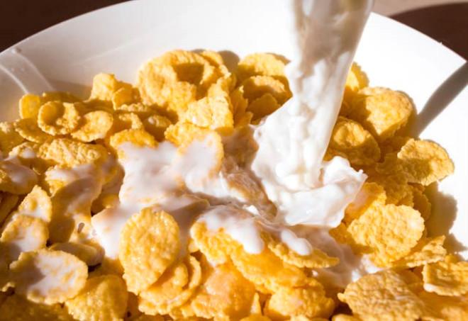 Diyet yaparken tercih ettiğiniz mısır gevrekleri enerji vermesinin yanı sıra melankolik bir ruh haline bürünmenize de neden oluyor. İçeriğinde sanıldığından daha fazla miktarda şeker barındıran bu ürünleri diyet listenizden çıkarmanız uygun olacaktır.