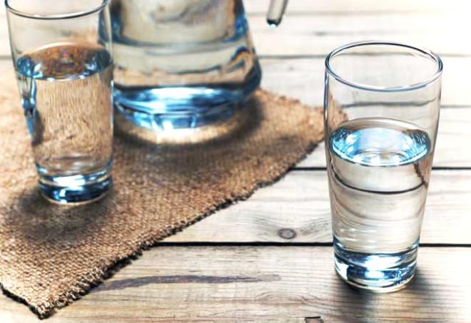 Su hayatımızın en önemli parçası. Bu nedenle musluk sularına göre daha sağlık olduğunu düşündüğünüz hazır suları seçerken çok dikkatli olmanız gerekiyor. Sağlığınızı tehdit etmeyecek öneriler için yazımızın devamına göz atabilir, hazır su seçiminde önem vermeniz gereken noktaları öğrenebilirsiniz.