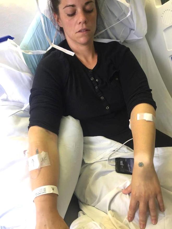Fotoğrafçılık işiyle uğraşan Amanda Stanley, içinde kalan tampon yüzünden toksik şok sendromu yaşadı.