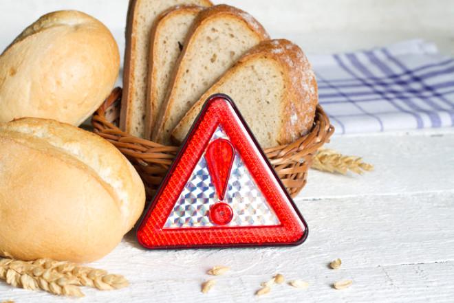 Evlerimize daha sağlıklı yiyecekler almak için glutensiz ve sıfır kalorili seçeneklere yöneliyoruz. Ancak bu tip yiyecekler donmuş olduğunda içeriğinde çeşitli katkı maddeleri olabiliyor. Yüksek oranda tuz ve şekerden bahsetmezler bile! Malzemede veya ambalajdaki resimde bulunan