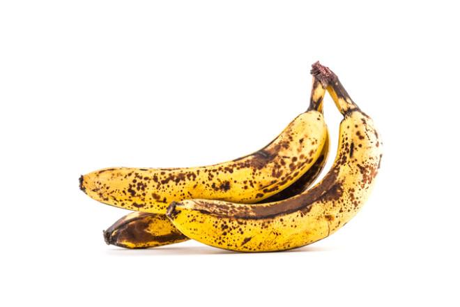 """Uzman Diyetisyen Aslıhan Küçük, """"Şekerli tadı, güzel aroması, kolay çiğnenebilir olması ve taşımadaki avantajı ile her yaş grubu tarafından çok sevilen muz ülkemizde de Anamur muzu olarak gönüllerimize taht kurmuştur.Herkes tarafından yüksek potasyum içeriği, ishal gibi rahatsızlıklara iyi gelmesi, kemiklere desteği ve vitamin-mineral içeriği ile bilinen muzun vücudumuza sağladığı daha birçok yarar vardır"""" diyor."""
