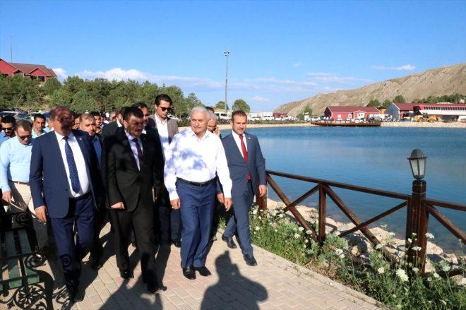 Eski Türkiye Büyük Millet Meclisi Başkanı ve AK Parti İzmir Milletvekili Binali Yıldırım, memleketi Erzincan