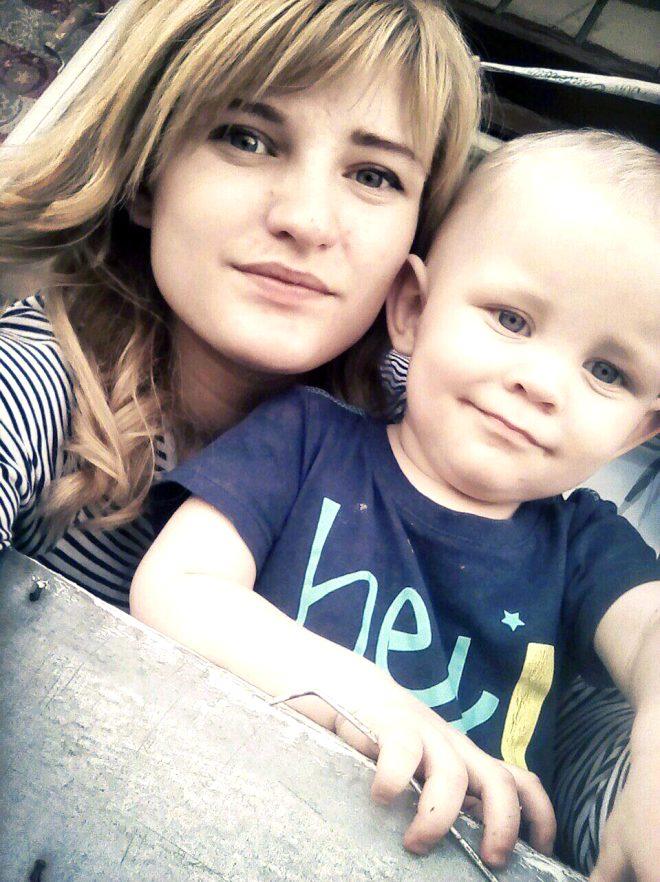 Dokuz gün boyunca aç ve susuz kalan 1 yaşındaki erkek çocuğu hayatını kaybederken, 3 yaşındaki abla ölmek üzereyken bulundu...