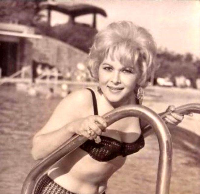 Rol aldığı filmlerde genelde çekiciliği ile ön plana çıkan Avcı, o dönemde tüm erkeklerin nefesini kesen güzelleri arasındaydı.
