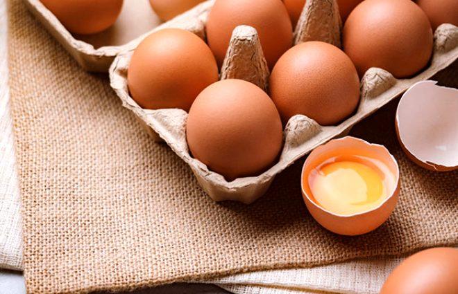 Yumurta tam bir protein zengini... 100 gram haşlanmış yumurtada tam 13 gram protein bulunuyor. Yumurta ayrıca A ve D vitaminleri, kalsiyum, magnezyum ve demir açısından da önemli bir gıda.